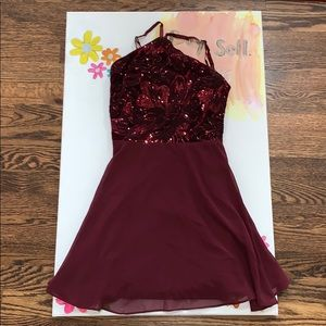 Dresses & Skirts - Maroon homecoming dress